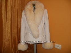 куртка белая. с мехом песца.