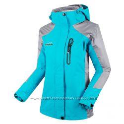 Водонепроницаемая женская куртка для активных и спортивных.