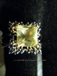 Кольцо золото с гелиодором и сапфирами.