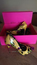 Туфли жёлтые Betsey Johnson