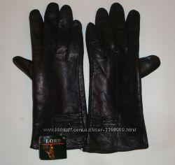 Кожаные черные демисезонные перчатки.