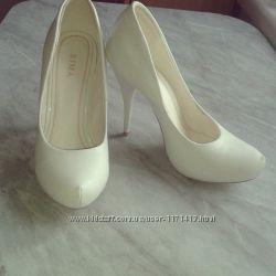 Продам шкіряні туфлі 39р