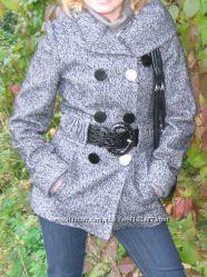продам стильное демисезонное пальто