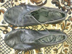 Продам туфли для занятий выступлений на бальных танцах для мальчика
