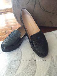 Туфли лоферы слипоны лак новые 40 размер тракторная подошва