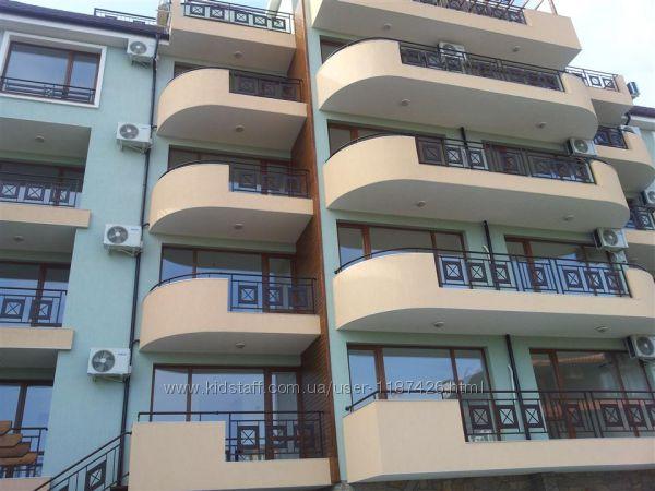 Комплекс Сирена  расположен в 250 м. от Яхтенного порта Марина Диневи