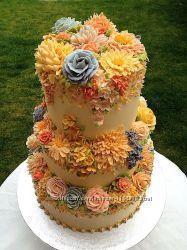 Свадебный торт с декором из крема Киев.