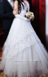 Шикарное белоснежное свадебное платье