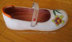 туфлі для дівчинки PRADA, р. 29 дуже симпатичні, двічі  взувані.