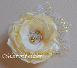 Заколка - цветок из ленты с бисером и бусинами.