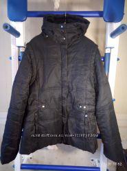 Куртка , жилетка . Размер М. Новая без бирки. Рукав 45см.