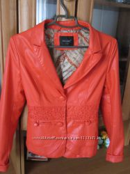 Курточка пиджак из кожезаменителя демисезонная.