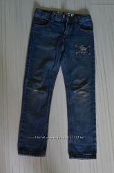 Стильные джинсы на худого парня