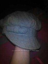 Стильная женская шапка с козырьком