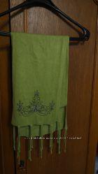 Шарф зеленый с вышивкой 162 см
