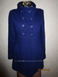 Пальто красивого цвета.
