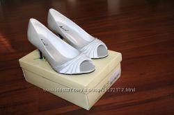 Женские туфли Annie Lantern серебристый сатин, стелька 26, 5 см, шпилька 7,