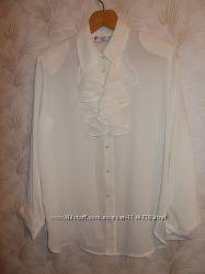 Продам блузу цвета шампань с воротником жабо.