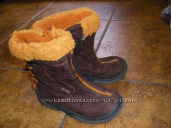 Симпатичные замшевые сапожки, ботиночки, на девочку