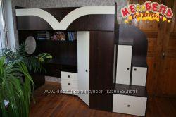 Детская кровать-чердак с рабочей зоной, угловым шкафом и лестницей-тумбочко