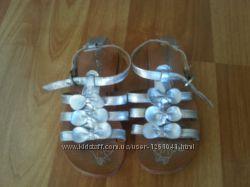 Серебристые кожанные босоножки р-р 27