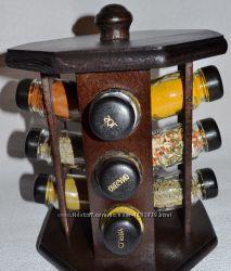 Набор для специй, специи в деревянной подставке