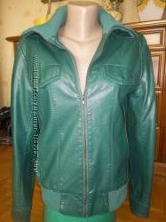 Демисезоная курточка насыщеного зелёного цвета