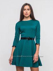Шикарное изумрудное платье с поясом р. 44