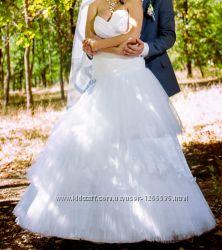 Оригинальное свадебное платье с заниженной талией