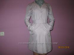 Модный плащ Mexx нежно - сиренего цвета с шелковым платком в горох