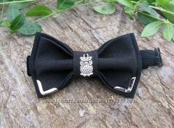 Черный детский галстук-бабочка с совой и металлическими уголками. метелик.