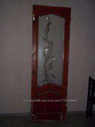 Дверное полотно и оконные рамы со стеклами