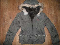 Теплая куртка с капюшоном