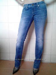 оригинальные прямые джинсы Diesel, мод. Lowky, original L 32, р-ра 25S, с н