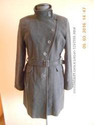 Жіноче класичне пальто фірми NEW LOOK