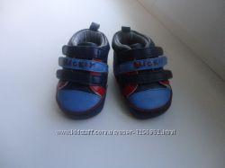 Продам кроссовки для малыша, состояние новых