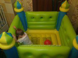 Надувной детский батут Маленький замок 132х132х107 см
