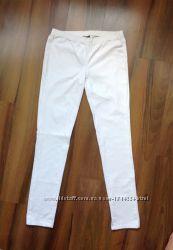 Белые джинсы фирмы Pieces accessoaries