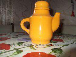 Продам заварник бледно-оранжевого цвета