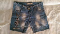 джинсовые шорты и майка с зайцем