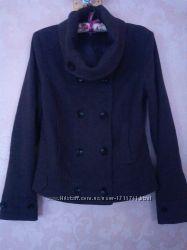 Темно-серое классическое пальто от Pimkie basic.