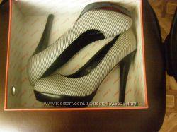 Стильные туфли от бренда DELOSSO