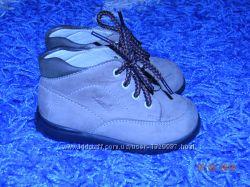 Кожаные фирменные детские ботиночки