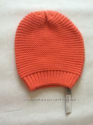 Яркая теплая шапка для девушки. Цену снижено
