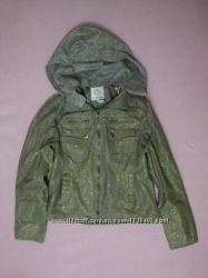 Дуже гарна курточка нова жодного разу не була одіта розмір  м  ціна 400гр