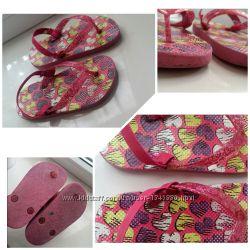 Шлепки вьетнамки шлепанцы в сердечки Childrens Place 17, 5 см, 27 размер