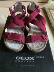 Продам босоножки Geox на девочку, размер 30