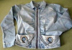 Интересная джинсовая куртка ветровка на замке