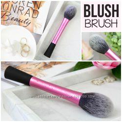 Кисть для румян - Real Techniques Blush Brush