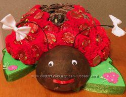 Торт божья коровка из конфет